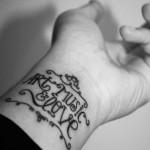 tatuagens femininas nos pulsos